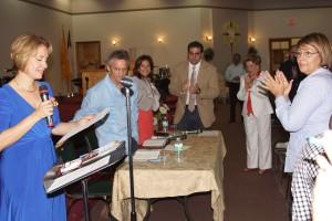 Celina Herrera, del Ministerio de Evangelismo de Ministerios El Buen Pastor Internacional, presentó a los ilustres visitantes.