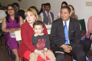 La Pastora Tina Floyd con su esposo (también Pastor) Enrique Fernández y su pequeño vástago.