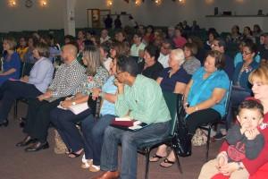 Numerosos miembros de Ministerios El Buen Pastor Internacional asistieron a la charla que ofreció el Pastor y Alcalde de El Doral, Luigi Boria.