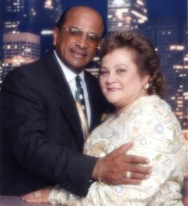 Un invitado especial es el Reverendo y Presbítero puertorriqueño Israel Suaréz que llega con su esposa Ruth.