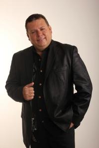 Pastor y Salmista Fernando Rangel.