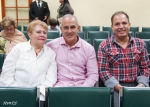 Martha Fernández acompañada de dos visitantes cubanos que residen en Argentina: Rolando Rodríguez y Rafael Cabrera.
