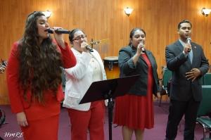 Integrantes del Coro de Ministerios El Buen Pastor Internacional. De Izq. a Der.: Andrea del Campo, Eslinda Fernández, Thamara Sánchez y José Bonilla.