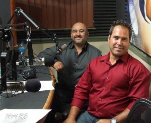 El vocalista cristiano con su  representante, Alvaro Figueroa.