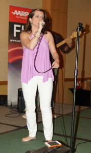 Elle Zamudio es una joven vocalista cristiana que encanta con su diáfana voz.