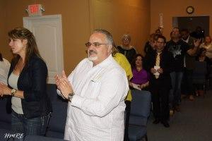 Decenas de personas asistieron a la inauguración de Cantares Iglesia que pastorea Dania Hernández.