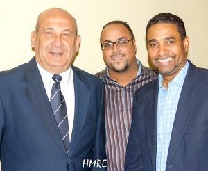 El obispo Pereira acompañado de los Pastores-salmistas Gabriel y Tommy Rosario.