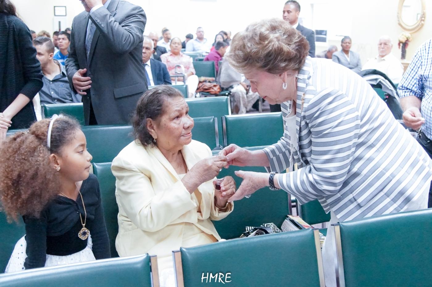 Se trata de la abuelita Leticia. Ella tiene 97 años de edad. No falta a ningún servicio en la iglesia los jueves y domingo.