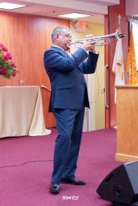 Enrique Leiva encantó dejando escuchar el sonido mágico de la trompeta.