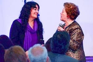 La Profeta argentina Doris Arias en plena charla con la Pastora cubana Lidia Rodríguez durante el 30 Aniversario de la iglesia Jesús de Nazareth ubicada en Lanús, Buenos Aires, Argentina.