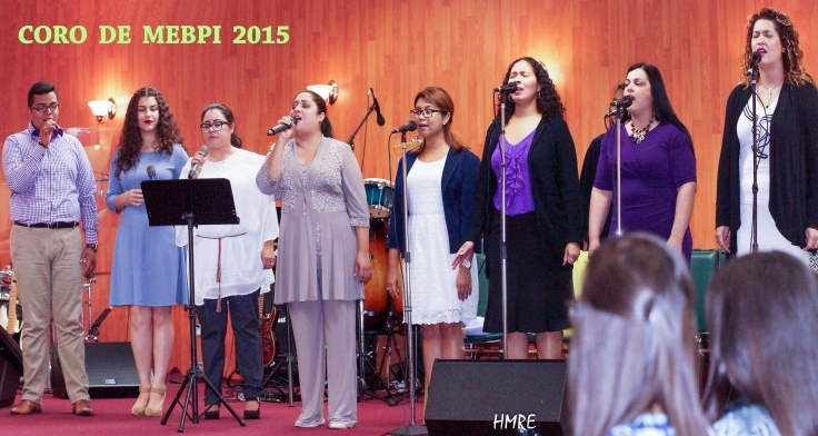 ESTE ES EL CORO DE MINISTERIOS EL BUEN PASTOR INTERNACIONAL. LA DIRECTORA MUSICAL ES ESLINDA FERNÁNDEZ (Cuarta de Izq. a Der.)
