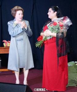 La Pastora Lidia Rodríguez departiendo con Eslinda Fernández, directora musical de MBPI.